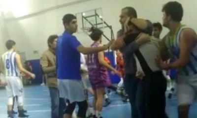 Basketbol maçında skandal olay! Hakemi böyle darp ettiler