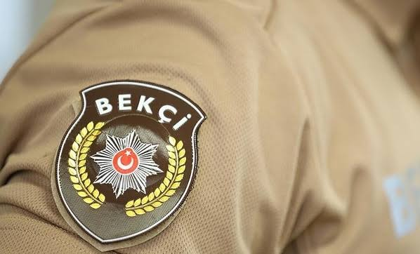 Destek isteyen polislere yardıma giderken taksi tutan bekçilere başarı belgesi
