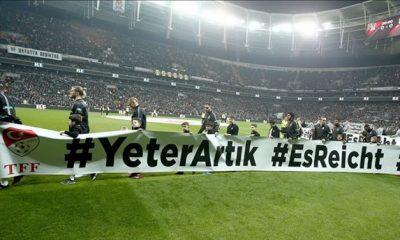 Beşiktaş ve Trabzonspor'dan ırkçılık karşıtı pankart