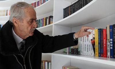 """80 yaşındaki """"kitap kurdu"""" kitap kafenin en yaşlı üyesi oldu"""