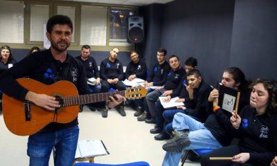 Müzik öğretmeni kurduğu orkestrayla otizmli öğrencilerin hayatını değiştirdi