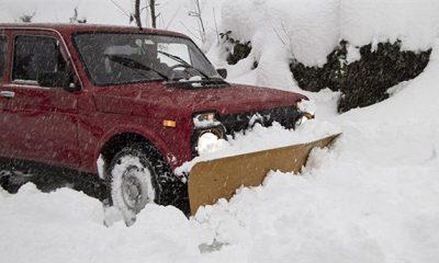 Rizeli muhtar kardan kapanan köy yollarını kendi aracıyla açtı