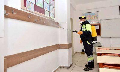 Yunanistan'da bütün okullar 14 gün tatil