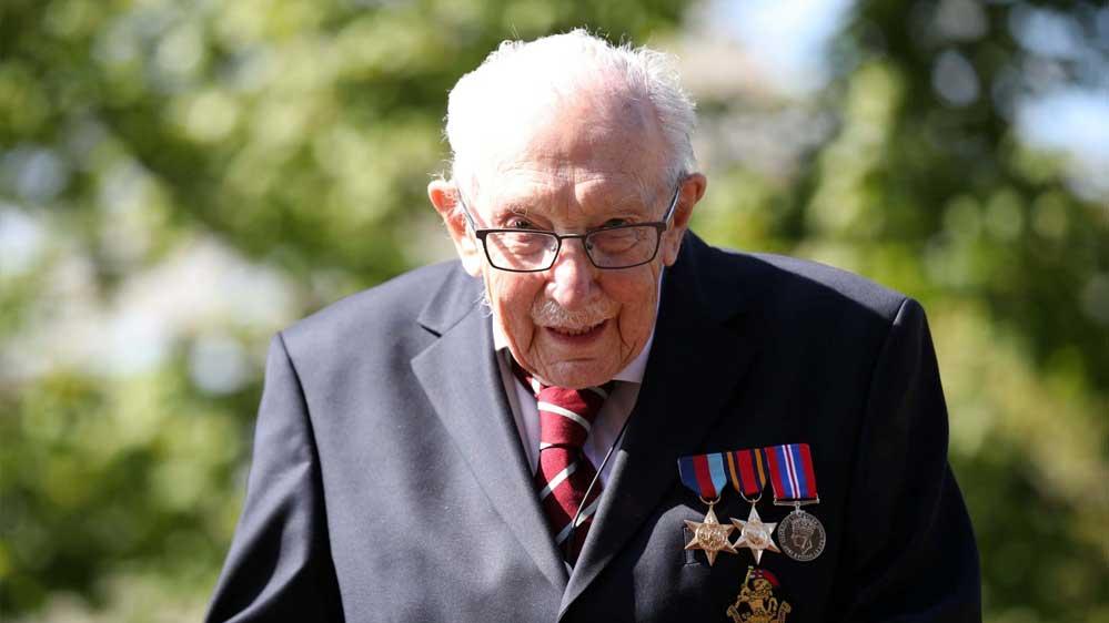 99 yaşında evinin bahçesinde turlayarak 7 milyon sterlin bağış topladı