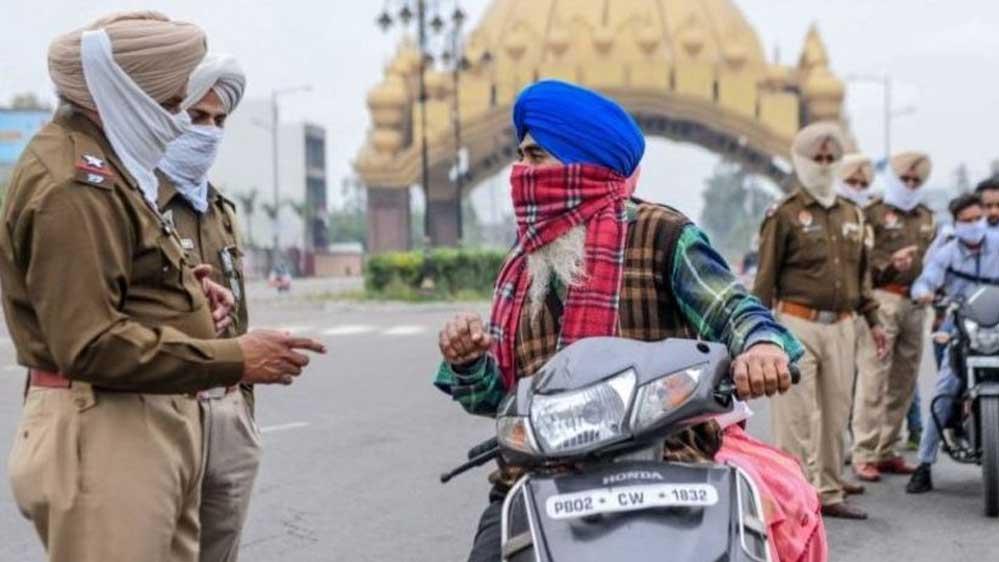 Hindistan'da Koronavirüs yaydığı gerekçesiyle yere tükürmeye para cezası getirildi