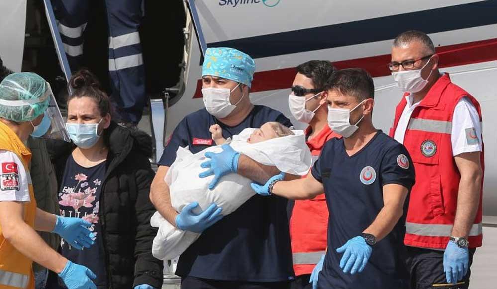 Ameliyatla ayrılan siyam ikizleri Derman ve Yiğit Türkiye'ye döndü