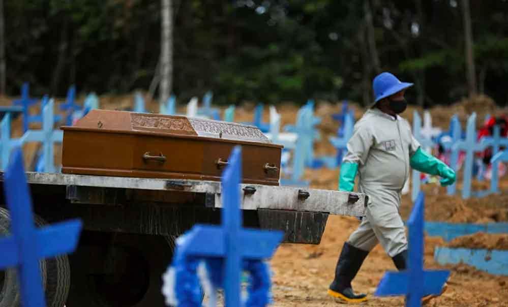 Brezilya'da mezarlıklarda yer açmak için eski mezarların içi boşaltılıyor