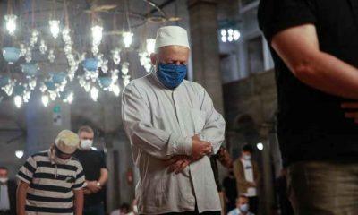 Camilerde cemaatle ilk sabah namazı kılındı