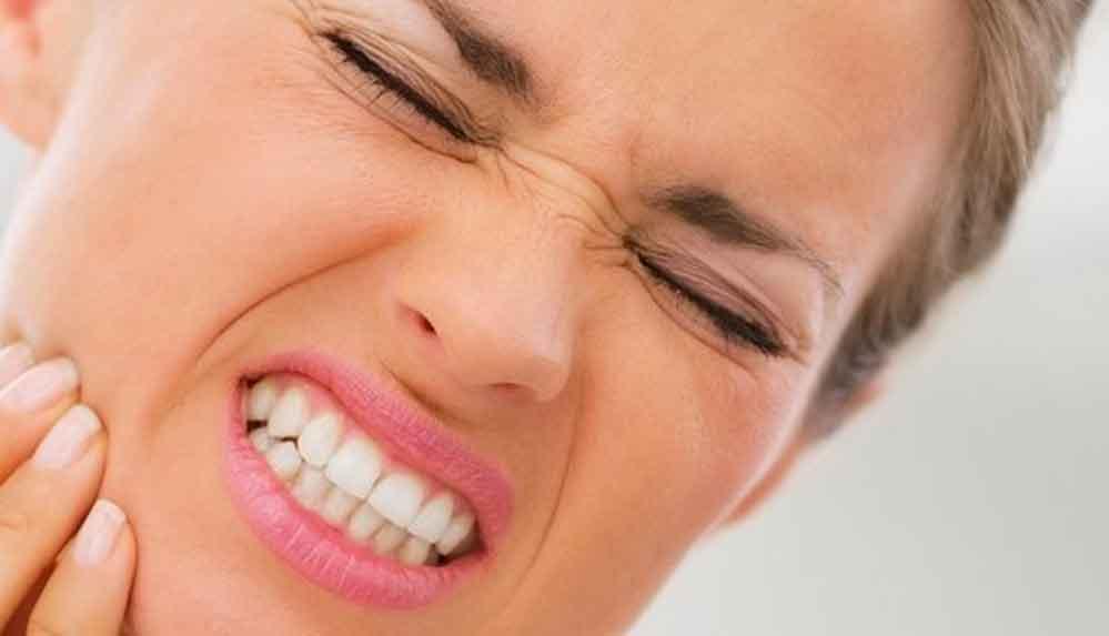 Koronavirüs dişleri de vuruyor!