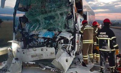 Uşak'ta yolcu otobüsü kaza yaptı: 2 ölü, 18 yaralı