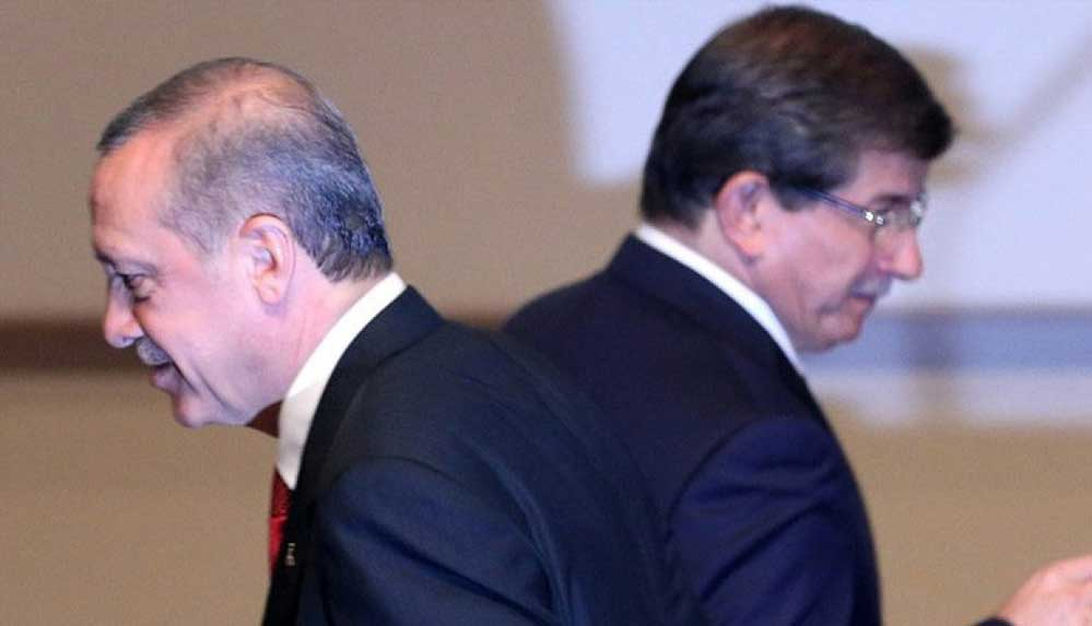 """Davutoğlu: """"Eski̇ bir arkadaş olarak Erdoğan'ın haline üzülüyorum"""""""