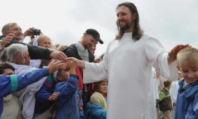 İsa'nın tekrar vücut bulmuş hali olduğunu iddia eden trafik polisi gözaltına alındı