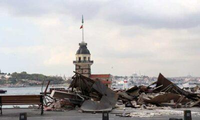Kız Kulesi'nin karşısındaki iki büfe yıkıldı