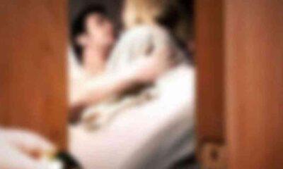 23 yaşındaki kadın, kocasını annesiyle yatakta bastı!