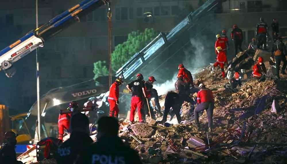 İzmir'deki depremde can kaybı 107'e yükseldi