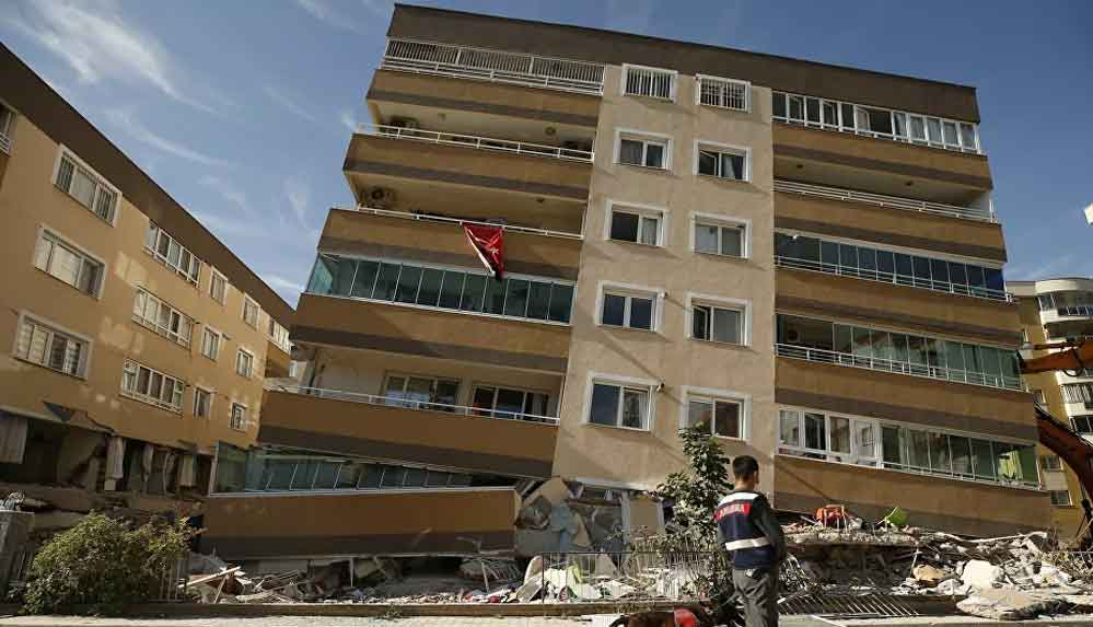Depremde kaybettiği torununun adını verdiği site yıkıldı: Gelini ve iki torunu enkaz altında kaldı