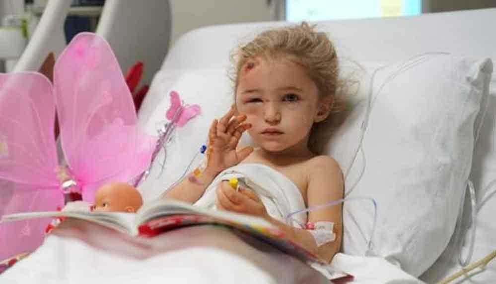 Depremden 65 saat sonra kurtarılan 3 yaşındaki Elif Perinçek'in hastaneden son fotoğrafları