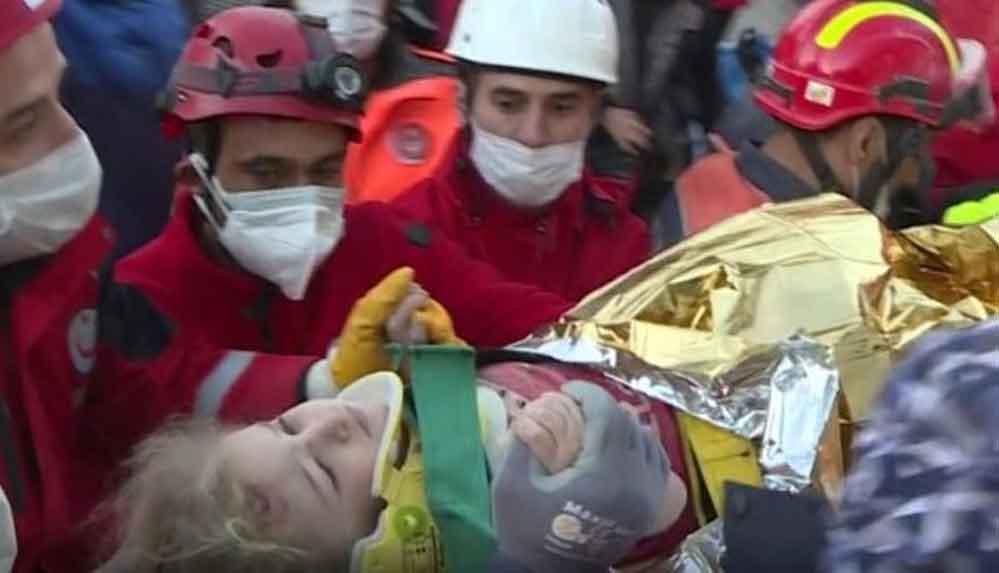 İzmir'de 65 saat sonra Gelen mucize: 3 yaşındaki Elif enkazdan sağ çıkarıldı