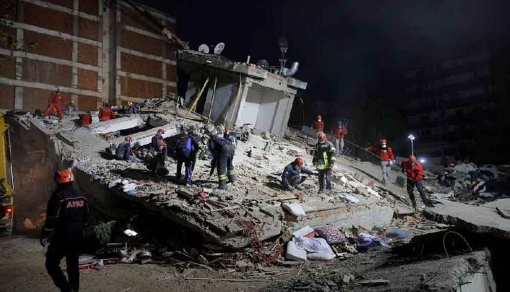 İzmir'de yaşanan deprem sonrası müteahhitlere gözaltı