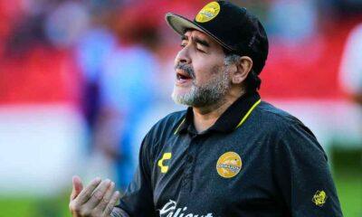 SON DAKİKA... Efsane futbolcu Maradona yaşamını yitirdi
