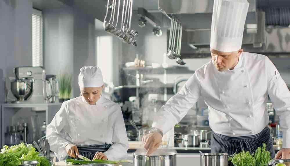 Restoranların bir ay kapanması 6-7 milyar TL'lik kayba yol açıcak