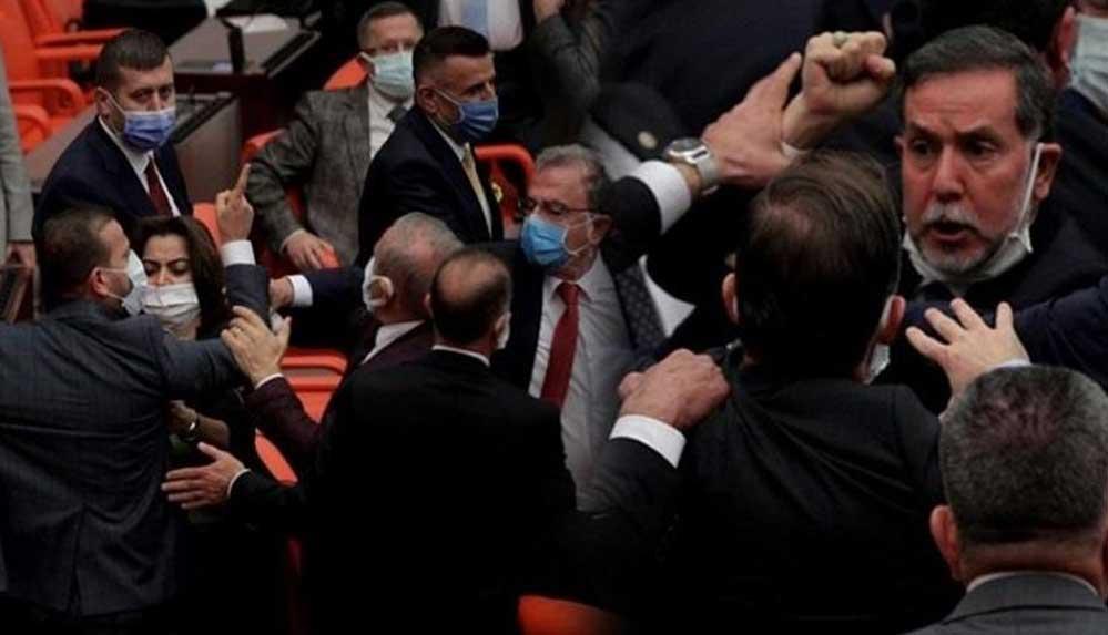 Meclis'te çok sert 'Erdoğan' kavgası: AKP'li ve CHP'li vekiller birbirine girdi, yumruklar havada uçuştu