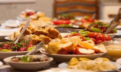 Aşırı yemeyle yaşanabilecek sağlık sorunlarına evde pratik öneriler