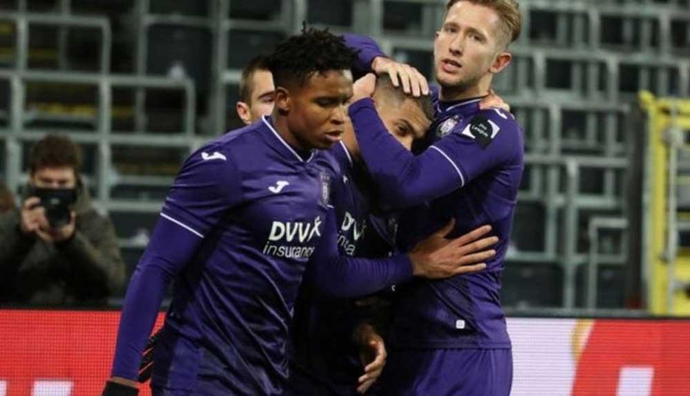Belçika'da futbolcuların sahada birbirlerine sarılmaları yasaklandı