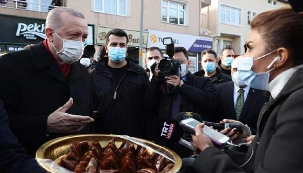 """Erdoğan şeker sucuğu ve pestil dağıttı, """"Bunu yiyin Covid'den kurtulun"""" dedi"""