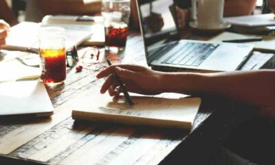 Evden çalışmak yeni alışkanlıklar doğuruyor: Çıplak çalışmak!