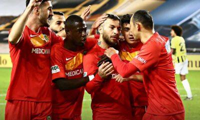 Fenerbahçe evinde Yeni Malatya'ya farklı mağlup oldu