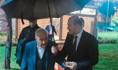 İçişleri Bakanı Süleyman Soylu'nun cemaat liderine şemsiye tuttuğu fotoğraf ortaya çıktı!