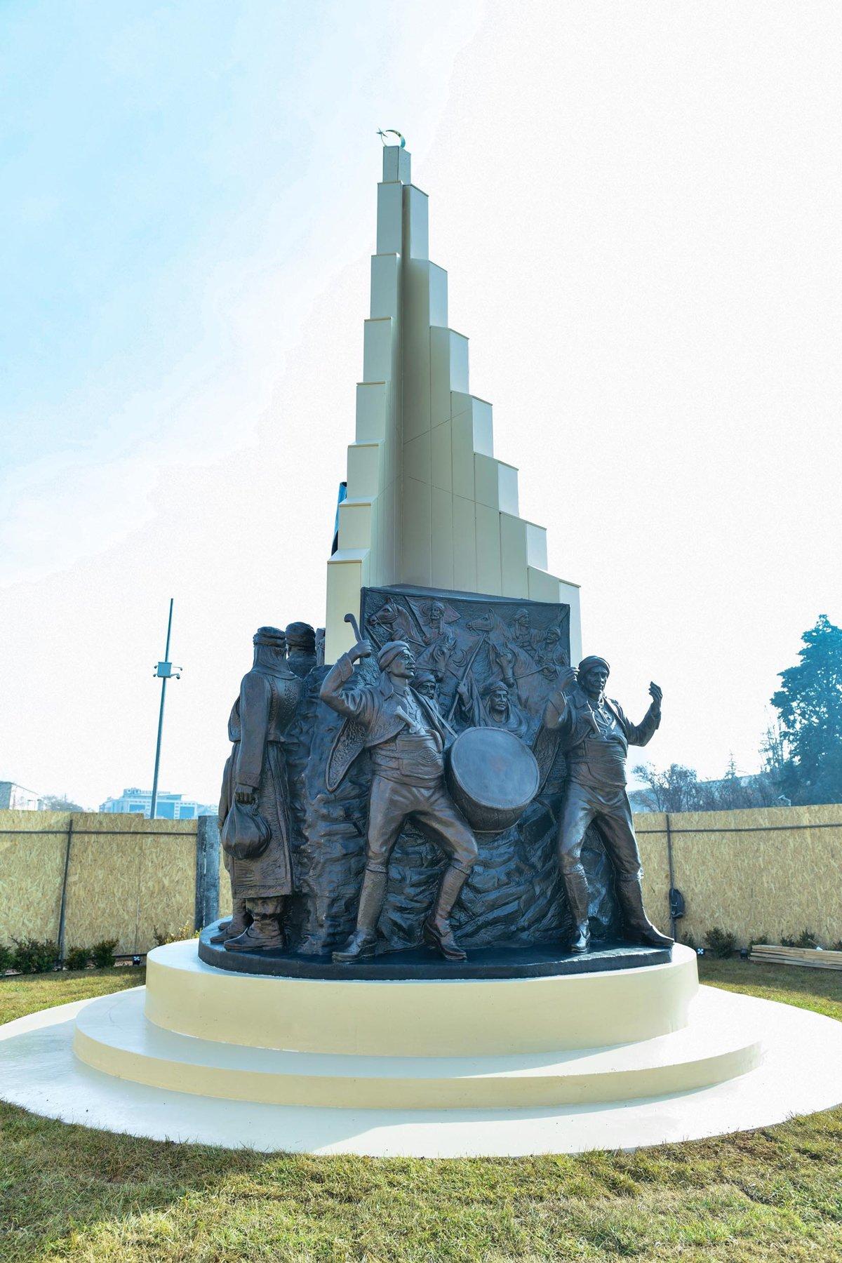 Melih Gökçek'in kol saati heykeli gitti, 'Kızılca Gün Anıtı' geldi