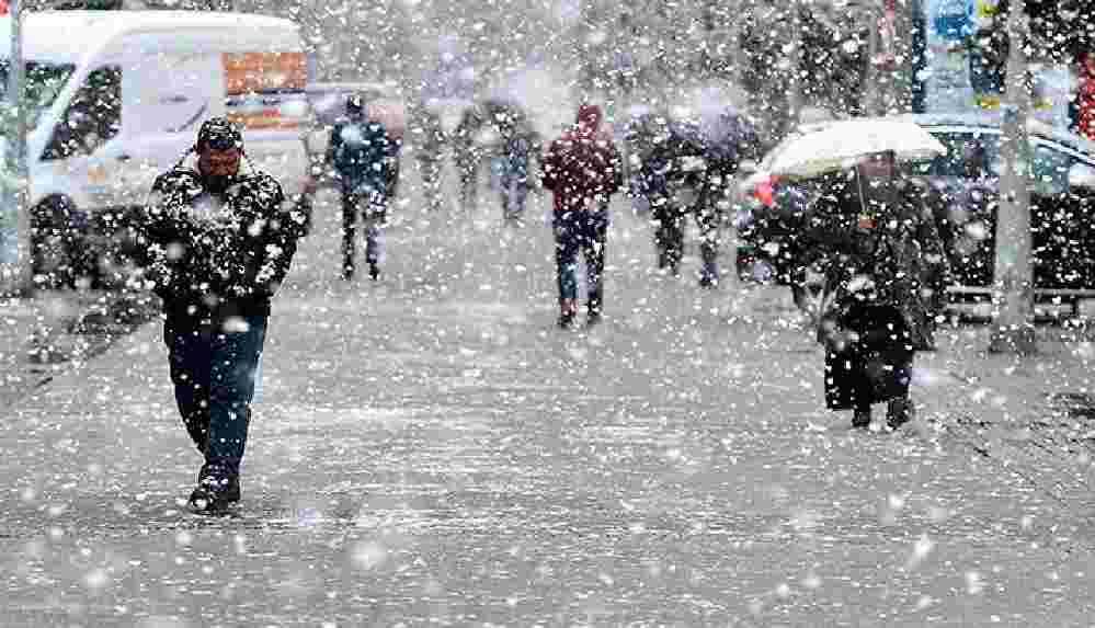 Meteoroloji duyurdu: İstanbul'a kar geri dönüyor