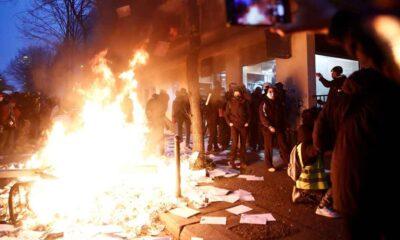Paris'te gergin gün: Ortalık karıştı, araçlar ateşe verildi