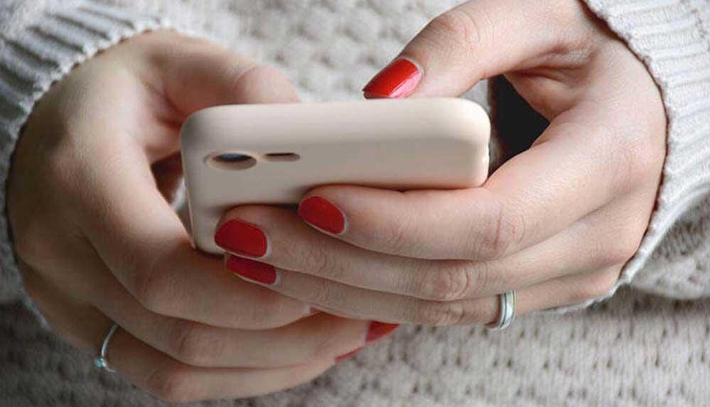 Uzmanından uyarı: Telefon ve bilgisayarı uzun zaman kullanmak elinizi felç edebilir!