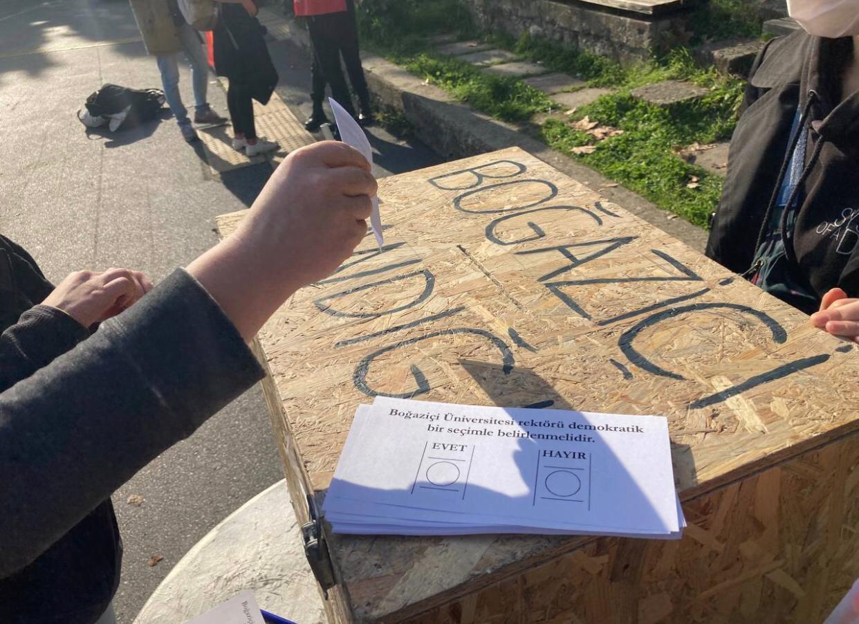 Boğaziçi Üniversitesi'nin öğretim üyelerinden ikinci kez protesto