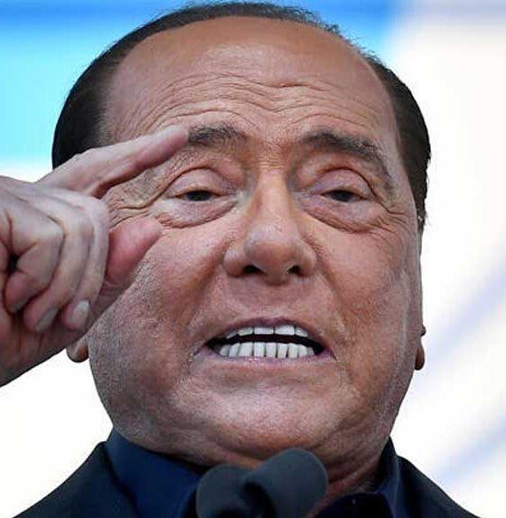 Eski İtalya Başbakanı Silvio Berlusconi hastaneye kaldırıldı