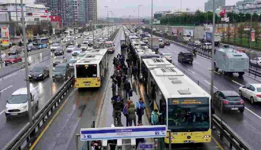İstanbul'da 20 yaş altı ve 65 yaş üstüne toplu taşıma kısıtlaması
