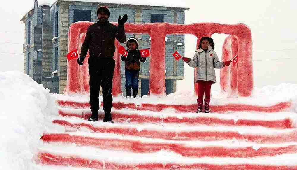 Kızı için kardan Anıtkabir yapan Hakkarili babaya Mansur Yavaş'tan yanıt