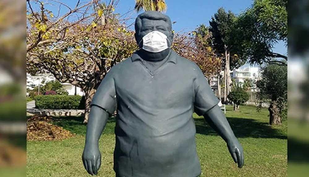 Turgut Özal'ın heykeline maske takılmasına Anavatan Partisi'nden tepki: 'Özür bekliyoruz'