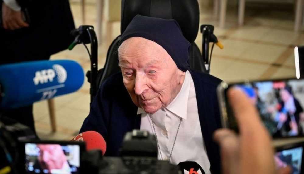 116 yaşındaki rahibe koronavirüsü 'belirti göstermeden' yendi