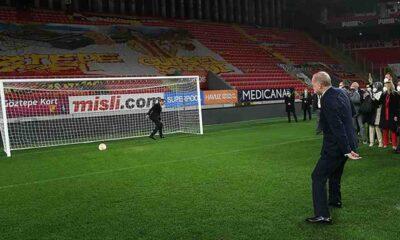 AK Partili Özalan: Southgate 'Bizde futbolla bu kadar ilgili bir Cumhurbaşkanı olsa dünya şampiyonu oluruz' dedi