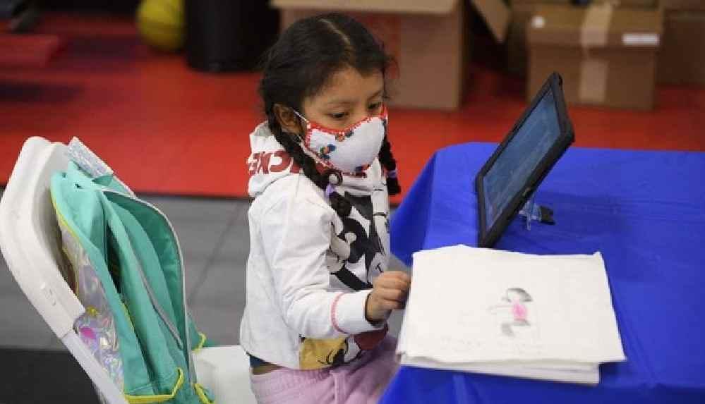ABD'de çocukları Kovid-19 olan aileler, maskeyi zorunlu tutmayan okulu dava etti