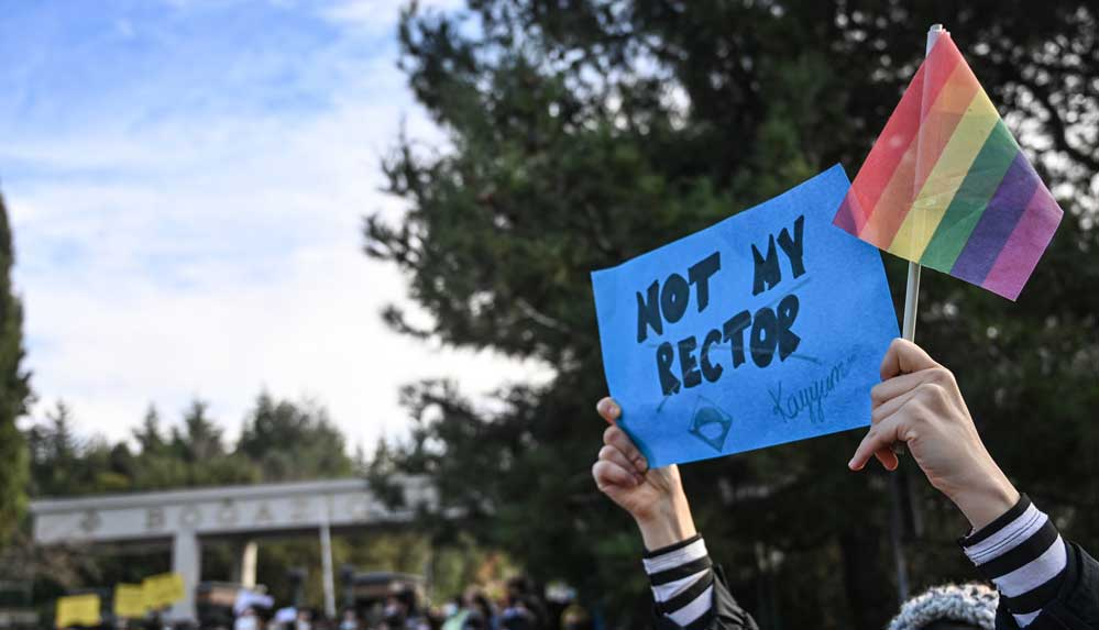 Boğaziçi Üniversitesi öğrencilerinden tutuklamalara karşı protesto eylemi