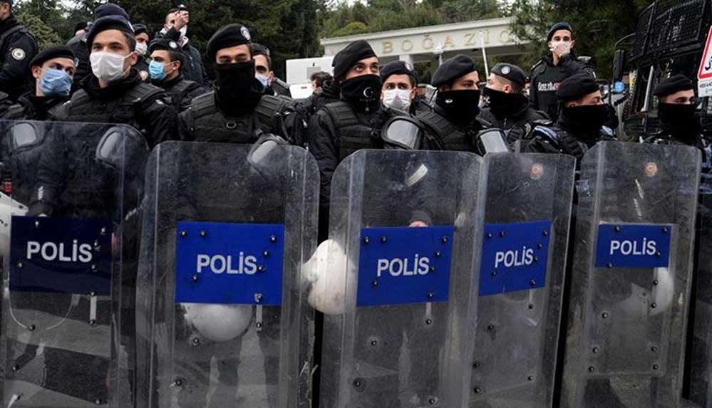 Boğaziçi Üniversitesi'ne polis girdi: Müdahale başladı, çok sayıda gözaltı var!
