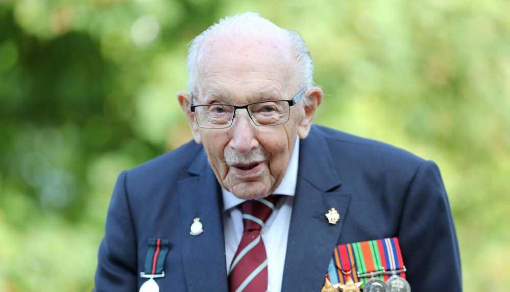 Covid-19 salgının simge isimlerinden Yüzbaşı Tom Moore hayatını kaybetti