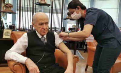 Devlet Bahçeli Covid-19 aşısının ikinci dozunu da yaptırdı