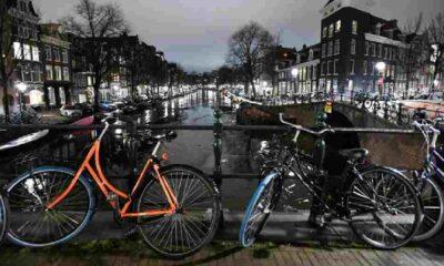 Hollanda'da sokak kısıtlaması 15 Mart'a uzatıldı