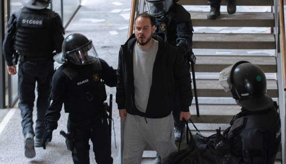 İspanya'da polis üniversite bastı: Rapçi Hasel 'teröre destek' suçlamasıyla tutuklandı